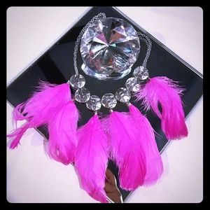 Pink feather statement